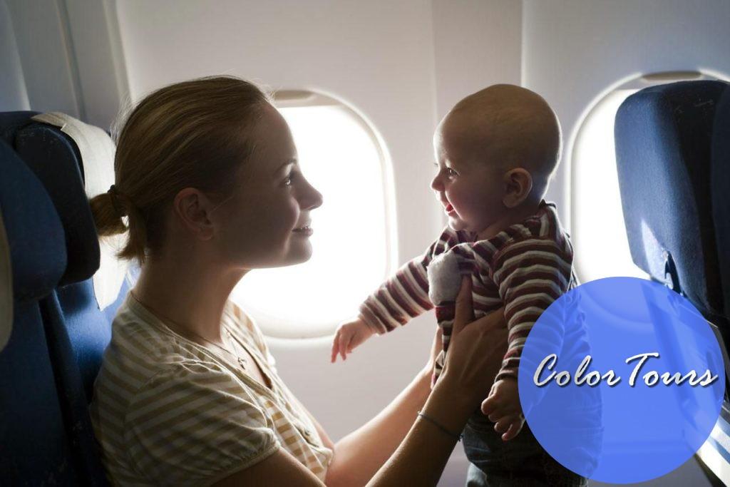 С младенцем в самолете
