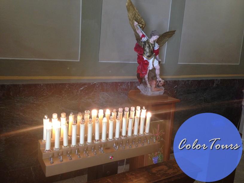 Свечи в католической церкви в Римини