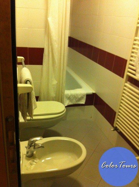 Ванная комната в номере отеля Junior Римини
