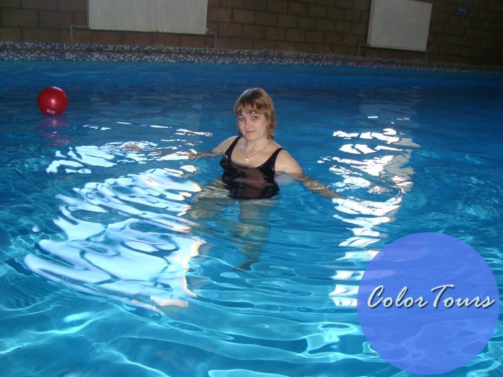 Тёплый бассейн на базе отдыха Сосны